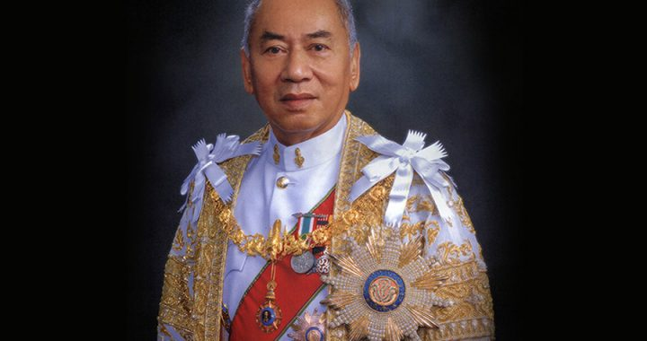 พลอากาศเอกกำธน สินธวานนท์ นิสิตเก่าคณะวิศวฯ จุฬาฯ (วศ.2487) อดีตองคมนตรี … ปูชนียบุคคลแห่งวงการวิศวกรรมไทย